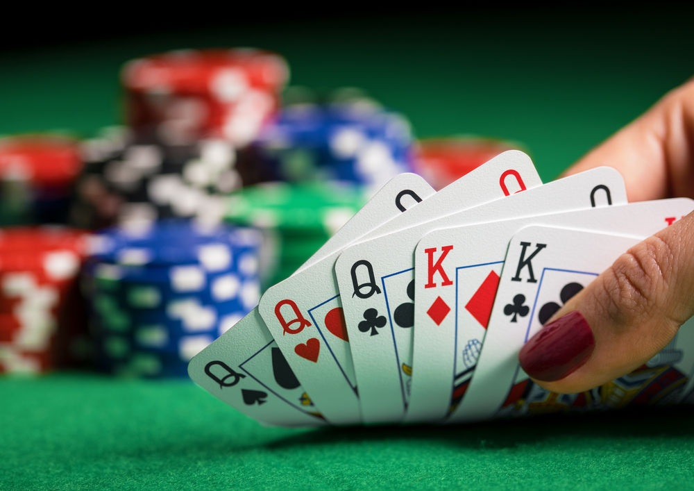 Online casinos provide a variety of earning opportunities as well as entertaining activities.